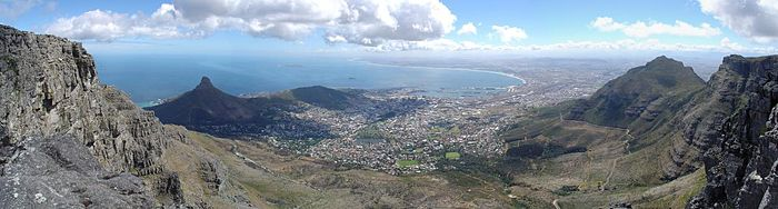 https://upload.wikimedia.org/wikipedia/commons/thumb/7/7d/Cape_Town_Pano1.jpg/700px-Cape_Town_Pano1.jpg