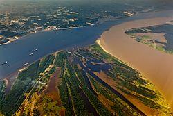 https://upload.wikimedia.org/wikipedia/commons/thumb/8/84/Encontro_das_%C3%81guas_-_Manaus.jpg/250px-Encontro_das_%C3%81guas_-_Manaus.jpg