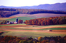 https://upload.wikimedia.org/wikipedia/commons/thumb/a/a2/Farming_near_Klingerstown%2C_Pennsylvania.jpg/220px-Farming_near_Klingerstown%2C_Pennsylvania.jpg