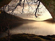 https://upload.wikimedia.org/wikipedia/commons/thumb/a/a2/View_of_loch_lomond.JPG/220px-View_of_loch_lomond.JPG